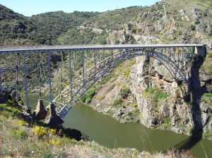 Puente Pino. Impresiona verlo en vivo y en directo ;-)